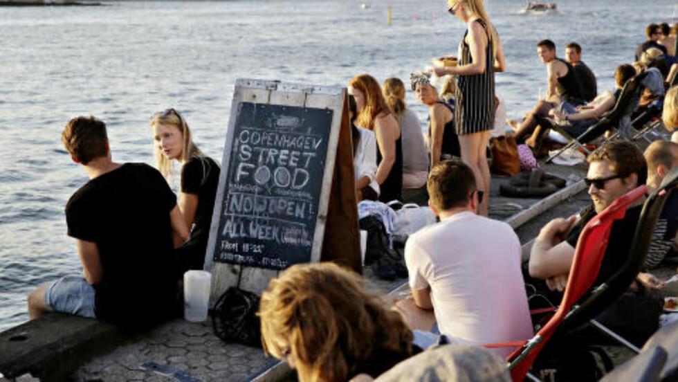 SUKSESS: 50 000 mennesker har besøkt Copenhagen Street Food siden påske. Foto: KRISTIAN RIDDER-NIELSEN