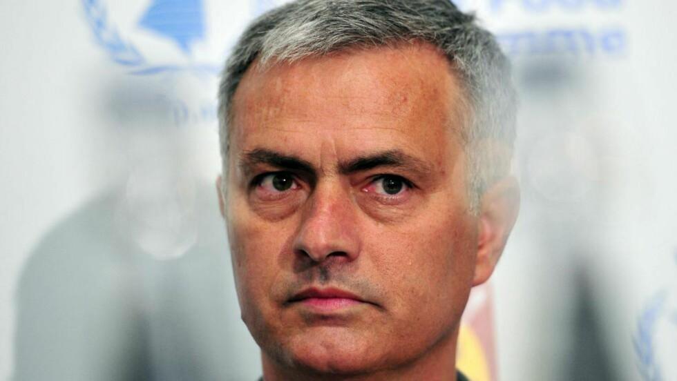 FORNØYD: Chelsea-manager José Mourinho hadde ingen problemer med å få Cesc Fabregas til klubben, ifølge ham selv. Foto: AFP PHOTO / CARL COURT
