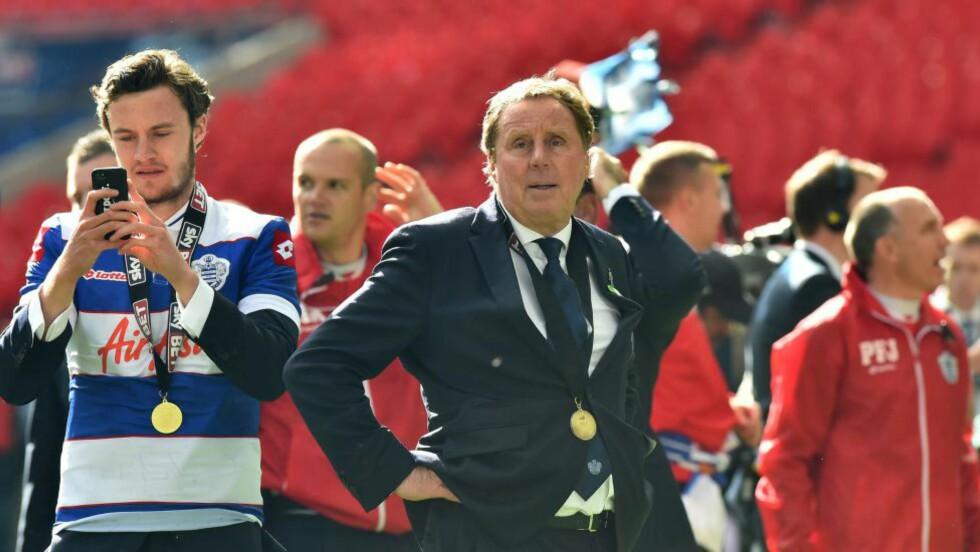 FORNØYD:  Harry Redknapp tror ikke Rio Ferdinand hadde vært i QPR hvis Ryan Giggs var manager i Manchester United. Det skal Giggs ha sagt til han. Foto: AFP PHOTO/BEN STANSALL