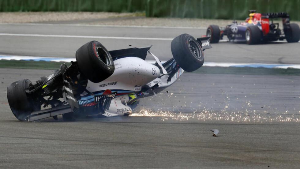 KRASJ: Williams-fører Felipe Massa krasjet og veltet under Formel 1-runden i Tyskland. Foto:    REUTERS/Kai Pfaffenbach