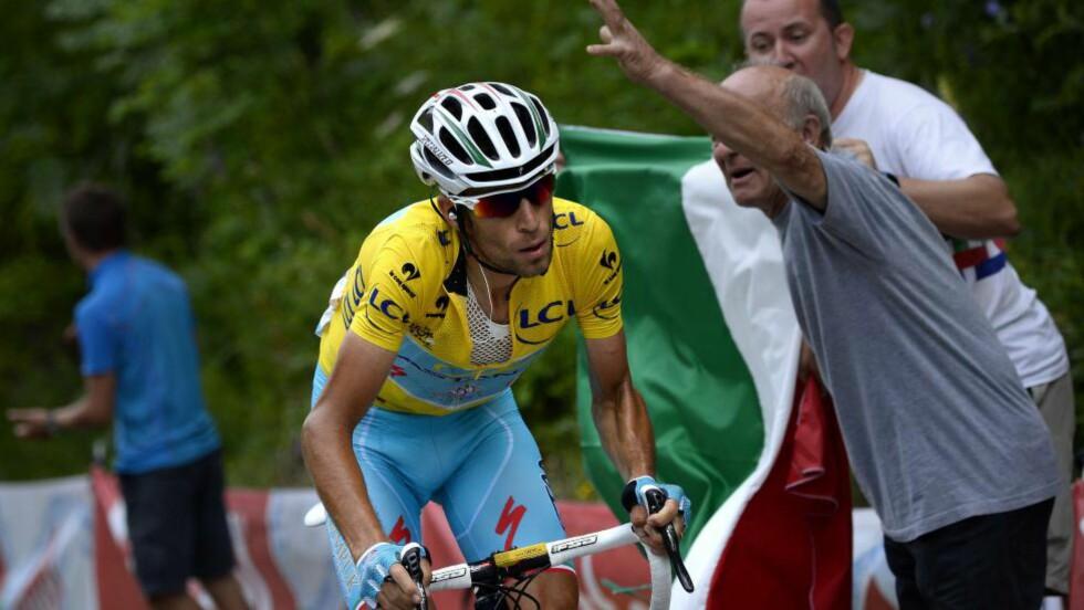 DEN STØRSTE SIDEN PANTANI: Italia har ventet 16 år på en ny Tour de France-vinner. Nå, 10 år etter Marco Pantanis død, tar Vincenzo Nibali opp arven etter Italias kjæledegge. Foto: LIONEL BONAVENTURE (Scanpix/Afp)