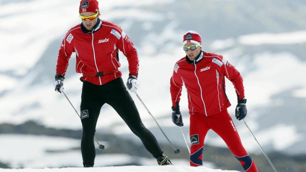 TRENT I HEMMELIGHET: Morten Aa Djupvik (bak) har trent Petter Northug i hemmelighet siden påske, men blir ikke skiessets nye trener. Her fra en langrennssamling på Sognefjellet i 2011. Foto: Heiko Junge / Scanpix