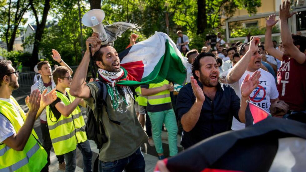 IGNORER: Ved å heie på den ene eller andre parten gjør vi ære på de håpløse politikerne i Israel og Palestina, til stor skade for sivilbefolkningen, mener Pål Norheim. Bildet er fra en demonstrasjon i Oslo til støtte for Gaza i forrige uke. Foto: Jørgen Kvalsvik/Dagbladet.