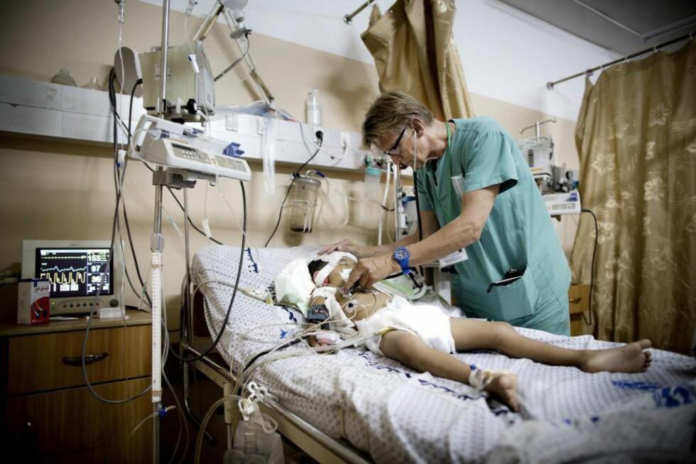 LATTERLIGGJØRES:  «Gilbert er en av verdens fremste akuttmedisinere. Men på internett er han blitt et såkalt meme, en vits som Israels såkalte venner bruker for å så tvil om hans troverdighet, skriver artikkelforfatteren. Foto: Tomm W. Christiansen