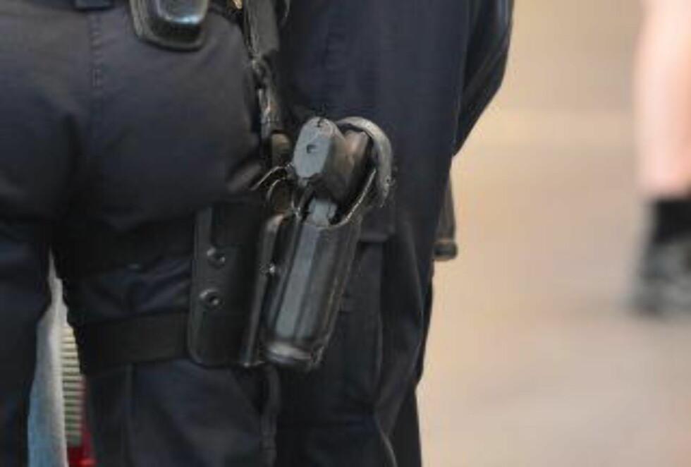 UVANLIG: Store politistyrker er blitt bevæpnet over hele landet, noe som understreker den uvanlige trusselsituasjonen. Foto: Thomas Rasmus Skaug / Dagbladet