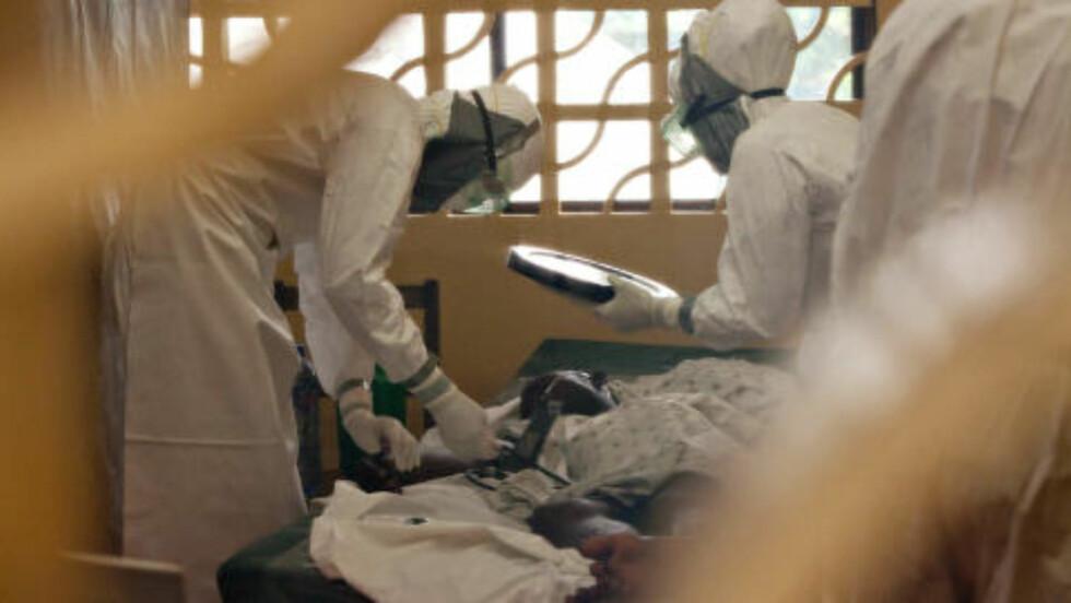 «FORFERDELIG SYKDOM:» Ebola-utbruddet som startet i Guinea, har nå spredd seg til Sierra Leone og Liberia. Også i Nigeria er det oppdaget smittede. Aldri før har et Ebola-utbrudd krysset grenser og blitt oppdaget i storbyer. Foto: Handout via Reuters / NTB Scanpix