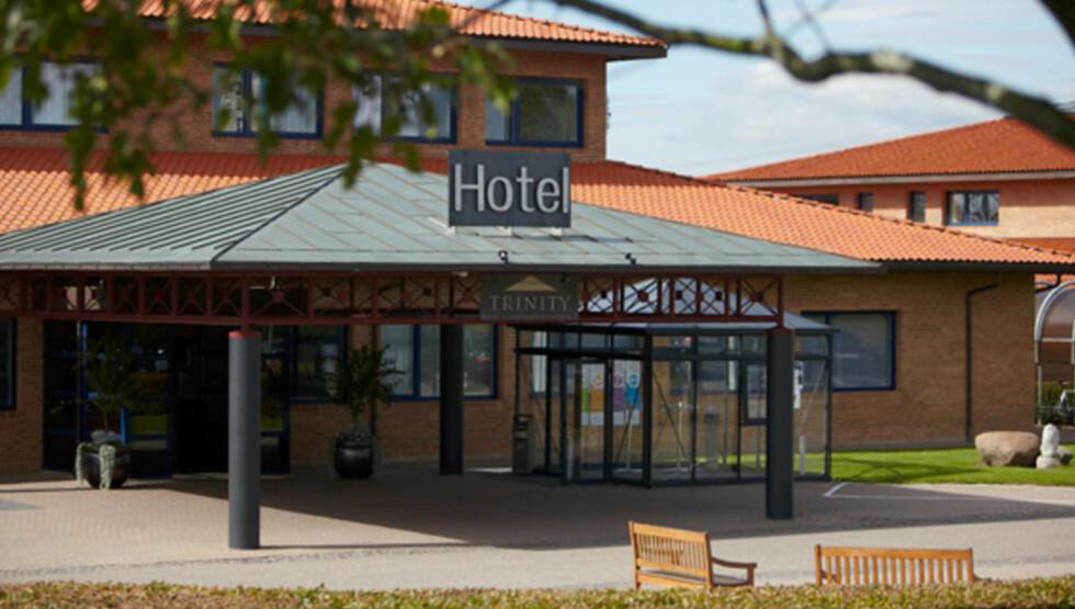 PÅGREPET: Den 44 år gamle nordmannen ble pågrepet da han var i ferd med å stjele matavfall ved dette hotellet i Fredericia på Jylland. Foto: Trinity Hotel