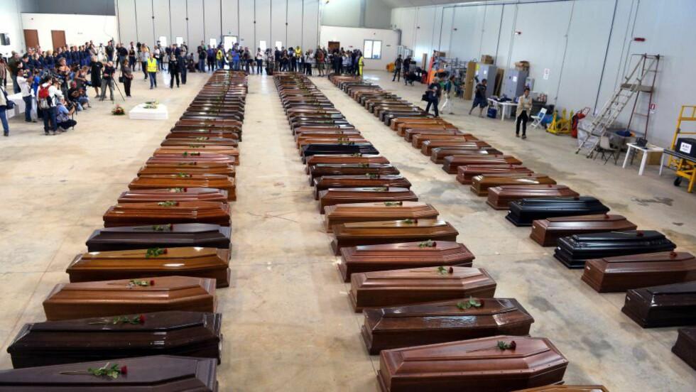 20.000 DRUKNET: Europarådet har beregnet at rundt 20.000 mennesker har druknet under flukt i Middehavet de siste 20 årene. Bare i år er tallet 600. Dette bildet er tatt i Lampedusa i oktober 2013, etter at mer enn hundre flyktninger druknet da båten deres forliste. Foto: AFP / NTB SCANPIX