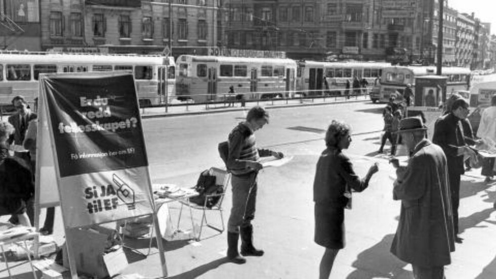 KAMPANJE: Valgkamp foran Folkeavstemningen om EF:  Ja til EF-stand på Majorstua i Oslo. FOTO: Henrik Laurvik / NTB /  SCANPIX