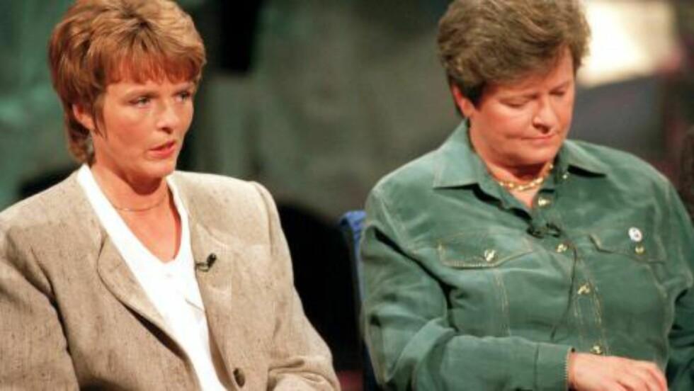 DEBATTENS DRONNINGER: Sp-leder, stortingsrepresentant og Nei-dronning Anne Enger Lahnstein (t.v.) og Ja-dronning, statsminister Gro Harlem Brundtland, under en partilederdebatt i NRK-studio  i 1994. Foto: Scanpix