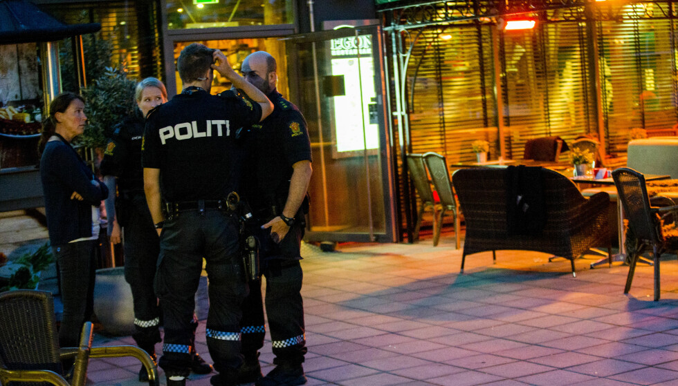 EGON I LØRENSKOG: Politiet sperret av området rundt restauranten Egon etter en skyteepisoden. Foto: Vegard Wivestad Grøtt / NTB scanpix