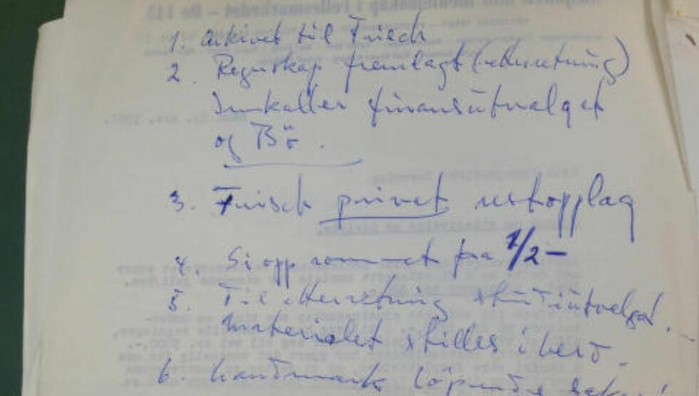 INNKALTE GUNNAR BØE: «Regnskapet ga ikke tilfredsstillende oversikt over utvalgets gjeld», står det i arbeidsutvalgsmøte tirsdag 17. desember 1963. De innkaller derfor også finansutvalgets medlemmer. I tillegg ber de Gunnar Bøe om å delta på møtet.  Hva som seinere skjedde og hvordan de løste gjeldssituasjonen står ikke i dokumentene.