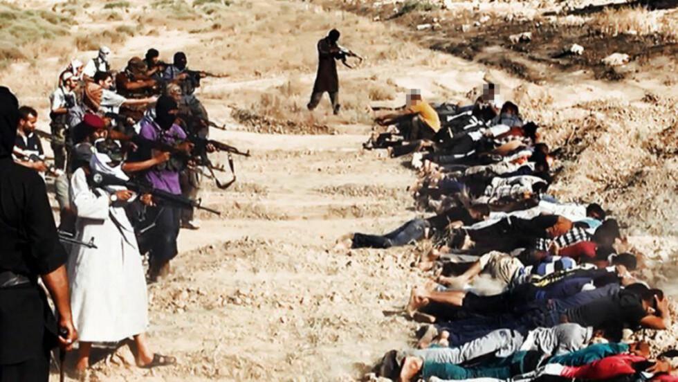 GRUSOMT: I videoen der IS viser massehenrettelser av irakere iført sivile klær, messer en stemme: - Om Gud vil, vil det snart komme en dag hvor muslimen overalt vil føle at han er en ekte herre som andre frykter, en herre som går med hode hevet og med æren i behold. (...) Ved Gud kommer vi til å ta hevn, om enn etter lang tid. Vi kommer til å svare igjen dobbelt. Foto: NTB scanpix