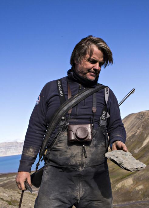 ØGLEJEGER: Paleontolog Jørn Hurum er tilbake på Svalbard for å lete etter øglene som spredte skrekk i det prehistoriske havet. Han håper å kunne sette strek for en langvarig krangel om opphavet til disse dyrene. Foto: Geir Barstein / Dagbladet
