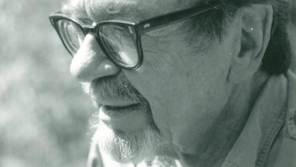 «Glemt» forfatter:  John Williams (1922-1994) var professor i litteratur ved univsersitet i Denver og skrev fire romaner i løpet av sitt liv. «Stoner» ble utgitt i USA i 1965, og fikk mange svorne fans, men det tok lang tid før den ble en bestselger. Foto: CAPPELEN DAMM