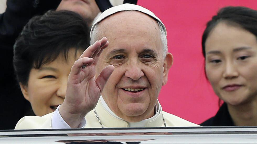 FORNØYD: San Lorenzo er pave Frans' favorittlag. Foto: Ahn Young-joon / Reuters / NTB Scanpix