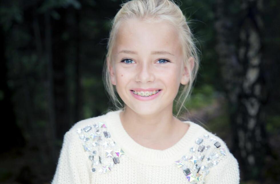 MODIG JENTE: Emma Ellingsen, snart 13 år. Hun stiller opp i TV 2s dokumentarserie for å vise andre at det ikke trenger å være vanskelig å få lov til å bli den man føler at man er. Emma tror at tv-serien får positive reaksjoner.  Foto: Bjørn Langsem/Dagbladet