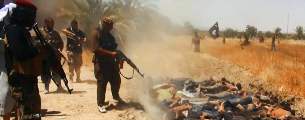 FORTSETTER DRAPENE:  Dette bildet vises i en propagandavideo for gruppa Den islamske stat IS. I dag skal den beryktede terrorgruppa ha gjennomført enda en masskare, av et stort antall yezidier i byen Kojo. Årsak: De ville ikke konvertere til islam. Foto: Afp/Scanpix