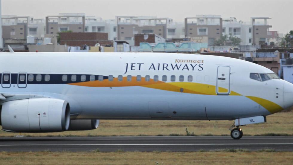 GIKK LAVT: Et fly fra Jet Airways gikk plutselig lavt forrige fredag. Nå er pilotene suspendert og under etterforskning. Foto: REUTERS/Amit Dave/