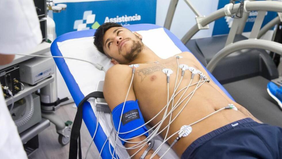 ELEKTRODELØS OG KLAR.  Neymar kom seg raskt etter bruddet i rygghvirvelen. Nå er også han klar for treningskamp sammen med sin nye lagkamerat Luis Zuàrez. Foto: AP / F C Barcelona.cat