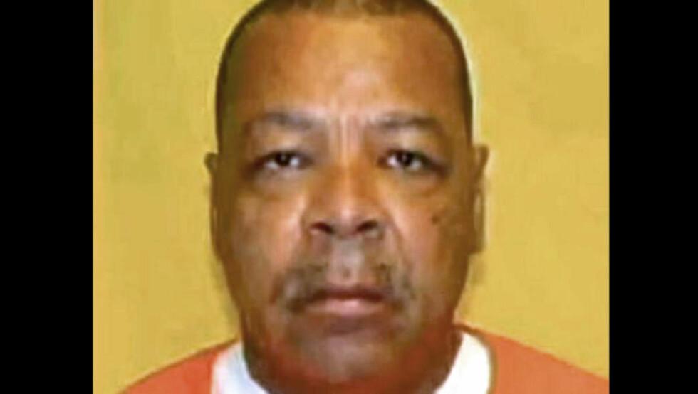 LIKSKJENDER: Kenneth Douglas (60) er allerede dømt for å ha forgrepet seg på døde kvinner. Nå kan arbeidsgiveren hans, Hamilton fylke i Ohio, bli saksøkt fordi ingen tok affære selv om kona hans meldte ifra om misbruket. Foto: POLITIET