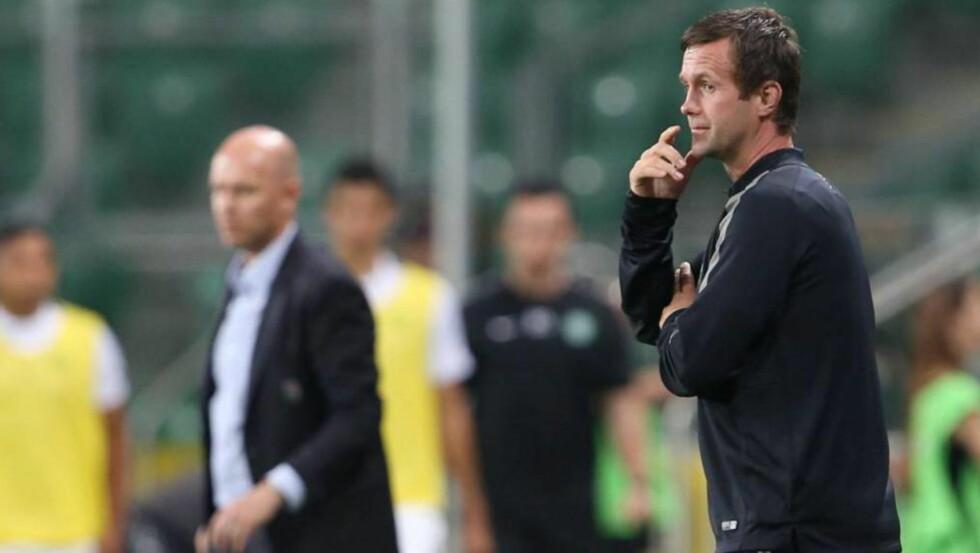 - SURT: Henning Berg (til høyre) og Legia Warszawa slo ut Ronny Deilas Celtic med en overlegen 6-1-seier sammenlagt. Likevel får de ikke spille Champions League, noe Henning Berg er kjenner er surt, men som forventet. Foto: Leszek Szymañski / NTB scanpix