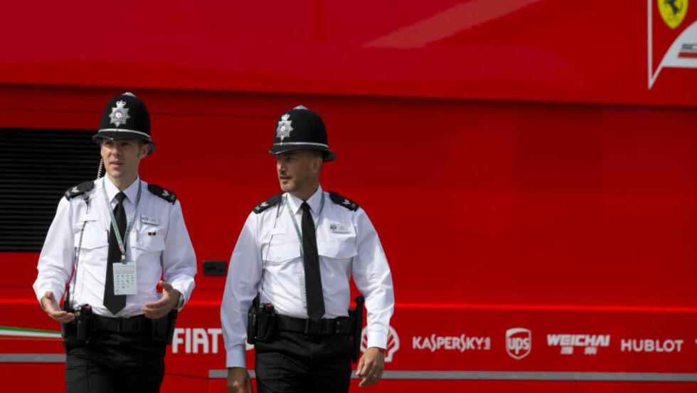 NYE RETNINGSLINJER:  Politiet i Storbritannia blir bedt om å være svært varsomme med hvordan de bruker sosiale medier. Foto: NTB Scanpix