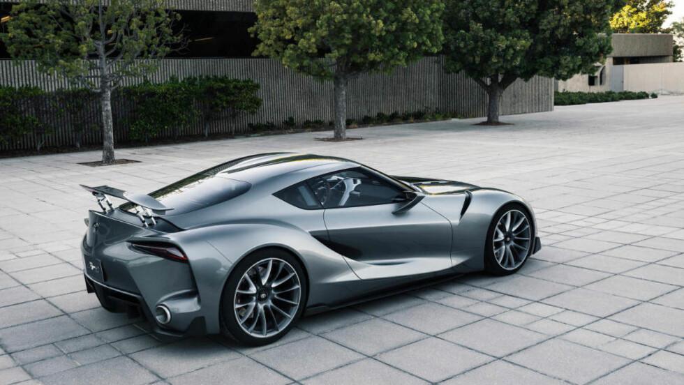 TOYOTA TIL BEGJÆR! Vi synes designen på denne bilen - Toyota FT-1 Graphite - er helt rå. Så, blir det det entusiastene har ventet på i flere år, nemlig neste Toyota Supra?  Foto: TOYOTA