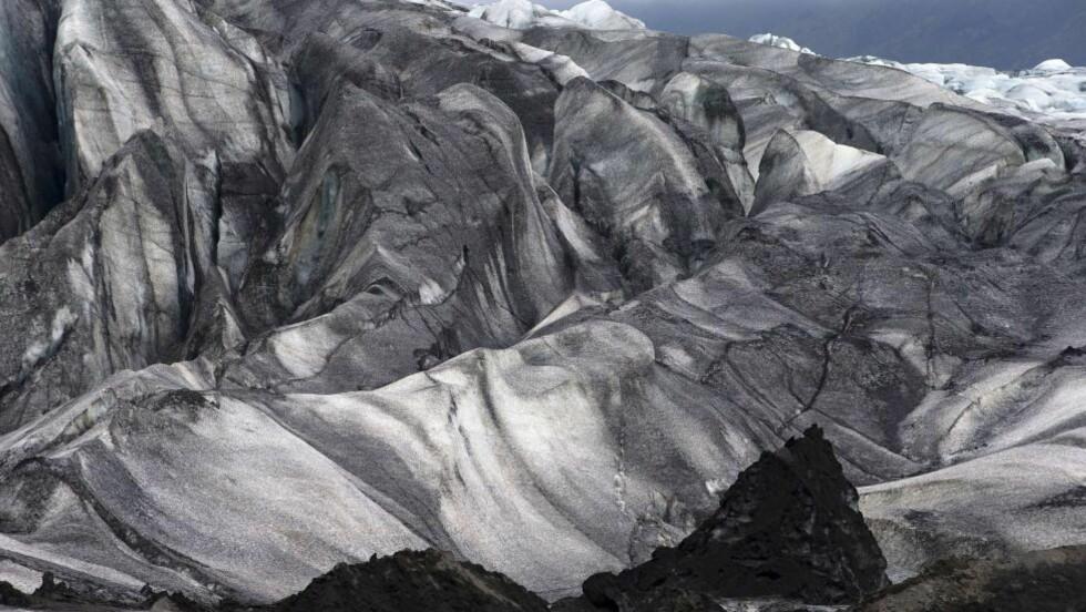 UROLIG: Bardarbunga-vulkanen på Island ligger under den gigantisk isbreen Vatnajökull, som er en av Europas største med et areal på 8400 km2. De siste dagene har det blitt registrert flere tusen små jordskjelv ved vulkansystemet. Foto: AFP PHOTO / JOEL SAGET