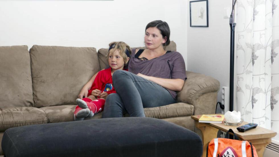 REAGERER: Moren til Magnus, Annelin Leirvik, reagerer på at førsteklassingene etter bare to skoledager rammes av lærerstreiken. Foto: Privat Foto: Preben Hunstad / Dagbladet