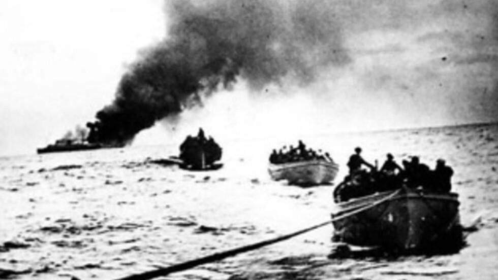 UTEN VARSEL: Tidlig i krigen forholdt tyskerne seg til sjøkrigslover som tilsa at besetningen skulle evakueres i livbåter før skip ble senket, men mot slutten førte de en nådeløs ubåtkrig der handelsskip ble senket uten forvarsel.