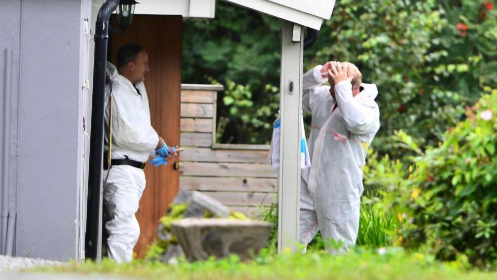 UNDERSØKELSER: Krimteknikere undersøkte tidligere denne uka huset i Øyer der den drepte mannen bodde. Foto:   Thomas Rasmus Skaug