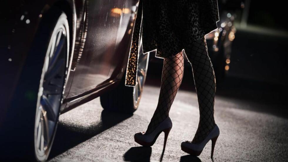«TRYGGERE UTNYTTING» Menn med penger kan kjøpe kvinner drevet ut i prostitusjon av fattigdom. Framfor å ville ta tak i dette, vil høyresiden legalisere prostitusjon for angivelig å gjøre forholdene rundt utnyttingen tryggere, skriver Wangberg. Foto: Robert Schlesinger / NTB Scanpix