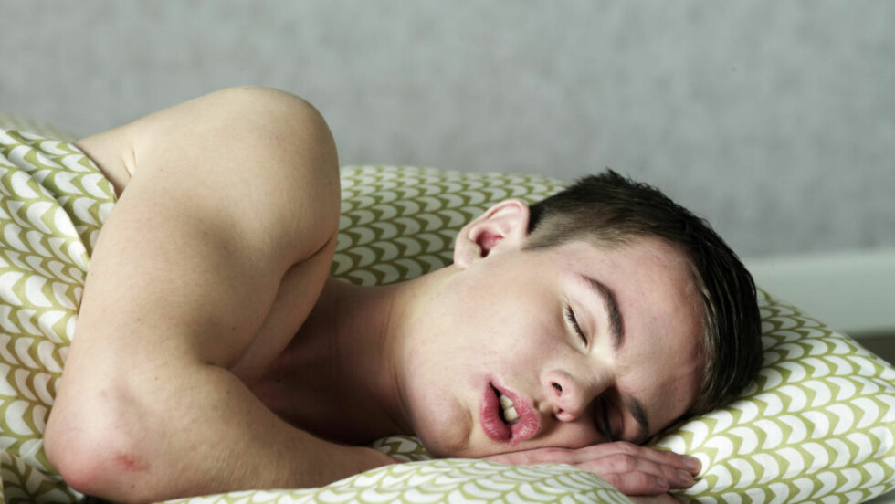 KAN FØRE TIL FEDME:   Mangel på søvn i tenåra kan gi deg fedme seinere i livet. Er du først blitt overvektig som voksen, er det mye vanskeligere å gå ned i vekt og holde vekta. Foto: COLOURBOX