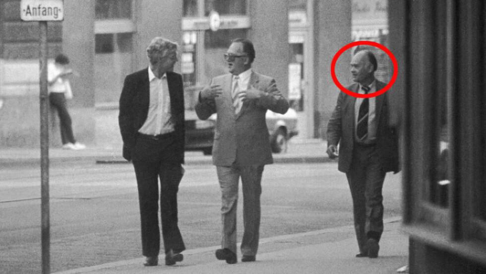 SPANDERTE PÅ NORSKE JOURNALISTER: I 1997 skrev Dagbladet-journalist Per Vassbotn om sitt møte med KGB-agenten Aleksander Lopatin. Det er Lopatin som går på høyre side av KGB-agent Genadij Titov og Arne Treholt på det berømte overvåkningsbildet fra Wien i Østerrike 1983. Foto: PST