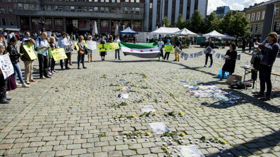 FRITT SYRIA FOR FRED  arrangerer en årsmarkering for gassmassakrene mot Ghouta på Youngstorget i Oslo lørdag ettermiddag. Foto: Vegard Wivestad Grøtt, NTB Scanpix.