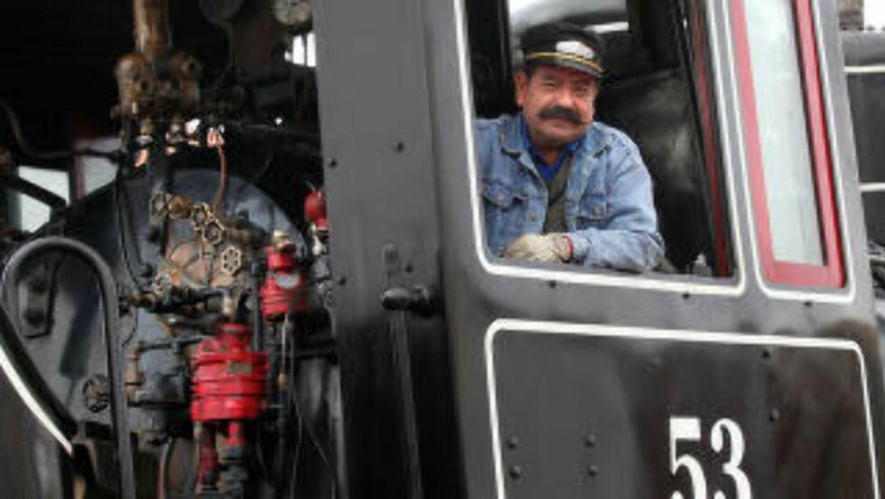 <strong>MIRAKELTOG:</strong> - Å se igjen dampen fra lokomotivene som kjørte gjennom Quioto, var et mirakel, sier lokføreren Nelson Porras. Foto: GEORGE MÉRILLON