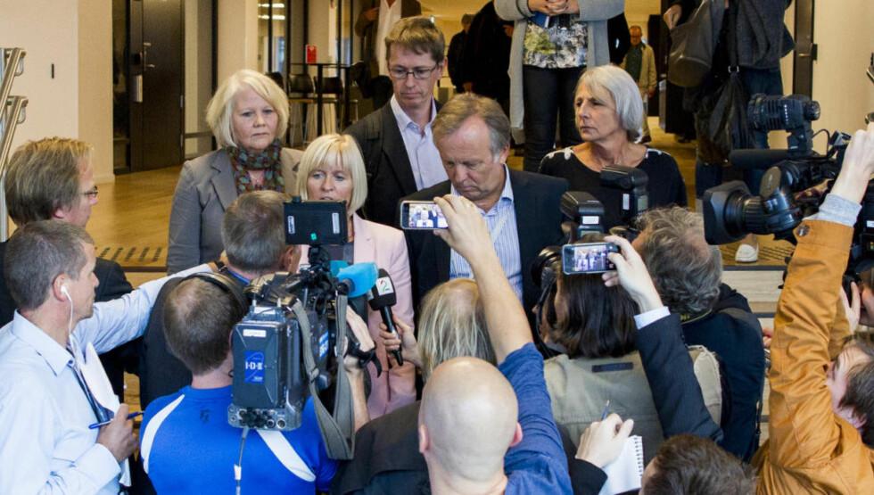 Brudd: Per Kristian Sundnes i KS og lederne i lærerorganisasjonene møtte pressen etter at sonderingene brøt sammen søndag.Anne Finborud i Skolenes Landsforbund til høyre. Foto: Vegard Wivestad Grøtt / NTB scanpix