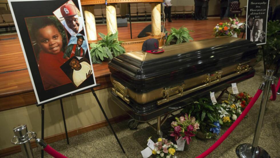 BER OM FRED: Faren til politidrepte Michael Brown ba om ro under dagens begravelse. Foto: REUTERS/Richard Perry/ NTB Scanpix