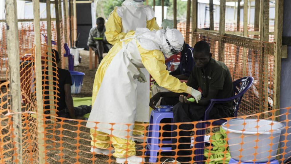 STOR SMITTEFARE:  Totalt har mer enn 240 helsearbeidere i Guinea, Liberia, Nigeria og Sierra Leone blitt smittet av viruset. Foto: Sylvain Cherkaoui/Cosmos