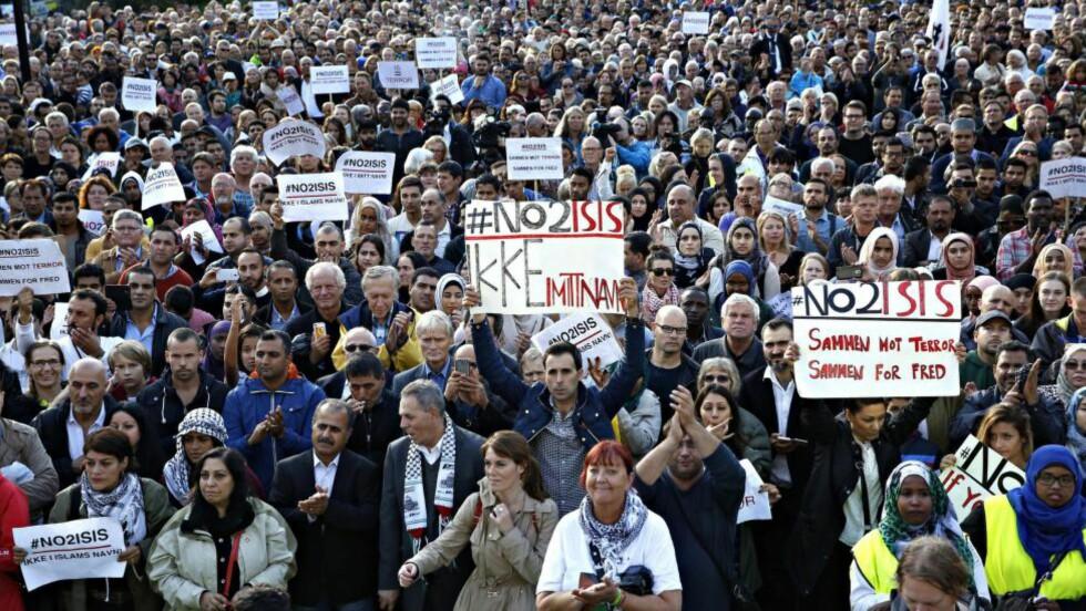 FELLES FRONT: Mandag samlet tusenvis seg i stor demonstrasjon i Oslo mot terrorgruppa ISIL og andre ekstreme organisasjoner. Foto: Jacques Hvistendahl / Dagbladet