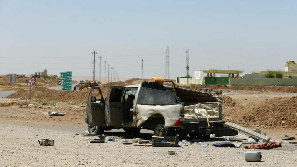 MOTSTAND: Til en viss grad skyldes IS' voldsomme framgang en tilsvarende mangel på motstand. Her har en IS-bil blitt truffet av et amerikansk luftangrep utenfor storbyen Mosul. En styrket offensiv mot IS kan motvirke framgangen. Foto: Reuters / NTB scanpix