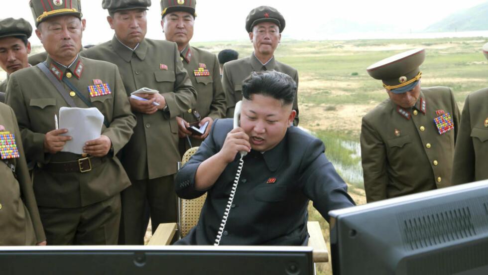 BLÅSER UT:  Nord-Korea har sine betydelige svin på skogen, men diktator Kim Jung Un og hans regime går ikke av veien for å kritisere USA. Foto: Reuters / KCNA / NTB Scanpix