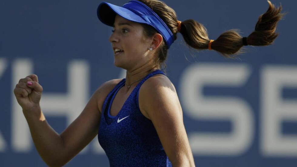KUNNE JUBLE: Catherine «Cici» Bellis ble født 8. april 1999. Drøyt 15 år seinere kunne hun i går juble for sin første seier i en US Open-kamp, da slovakiske Dominika Cibulkova ble slått i New York. Foto: Darron Cummings/AP Photo/NTB Scanpix