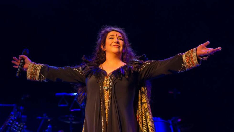 HYLLES ETTER COMEBACKET: Kate Bush holdt konsert for første gang på 35 år tirsdag kveld, på Hammersmith Apollo i London. Nå hylles hun av anmelderne. Foto: REX / Ken McKay / All Over Press