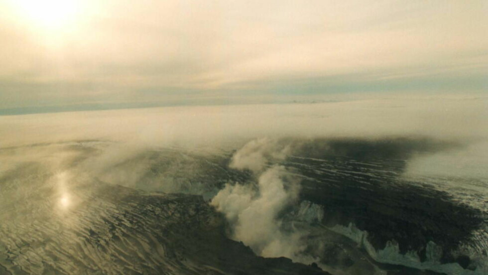 OVERVÅKES: Vulkanen Bardarbunga har skapt et stort krater i isbreen Vatnajøkull. Nå er den varslede naturkatastrofen blitt en turistattraksjon på Island. Foto: Scanpix