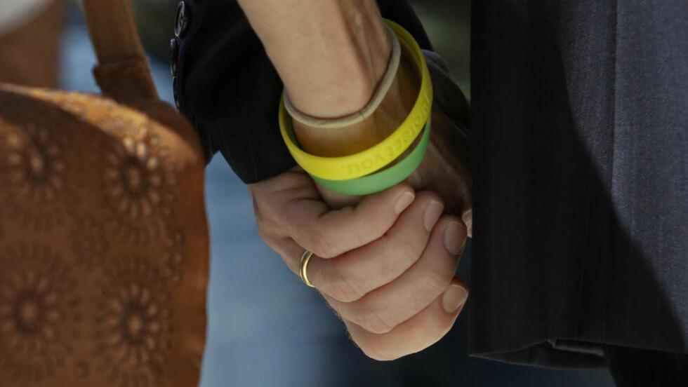 RAUS DESPERASJON: Skal «halda deg i handa / sjølv om du knullar ei anna», skriver Live i sitt vinnerrdikt. Illustrasjonsfoto: SCANPIX