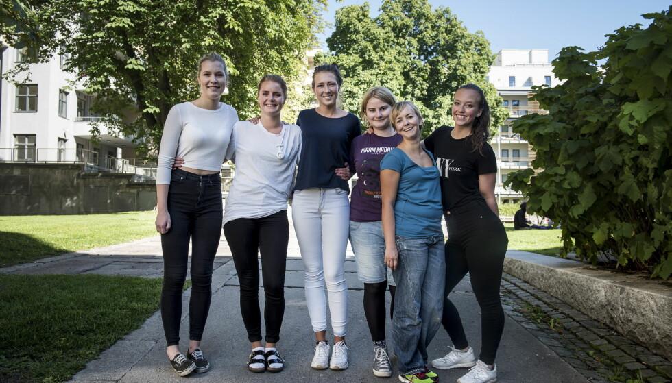 TRYGT VALG: I framtida blir det lett for alle å få jobb i helsesektoren, og sykepleiere især. De seks ferske sykepleierstudentene ved Høgskolen i Oslo og Akershus er fornøyde med valget av utdanning. Fra v: Ronja Huse (19), Nina Katz (24), Isabel Løken (19), Beate Færevaag Skaane (22), Linn-Rebecca Stenberg (34), Julie Rognmo Nilsen (21). Foto: Lars Eivind Bones