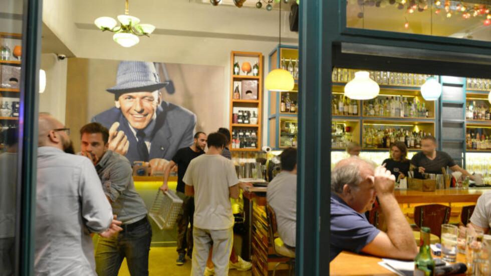 ATHEN: Den økonomiske krisen har ikke gått utover Athens mengde av spesielle barer, snarere tvert imot. Drunk Sinatra / trappebaren Yiasemi er blant de mange valgmulighetene. Foto: GJERMUND GLESNES