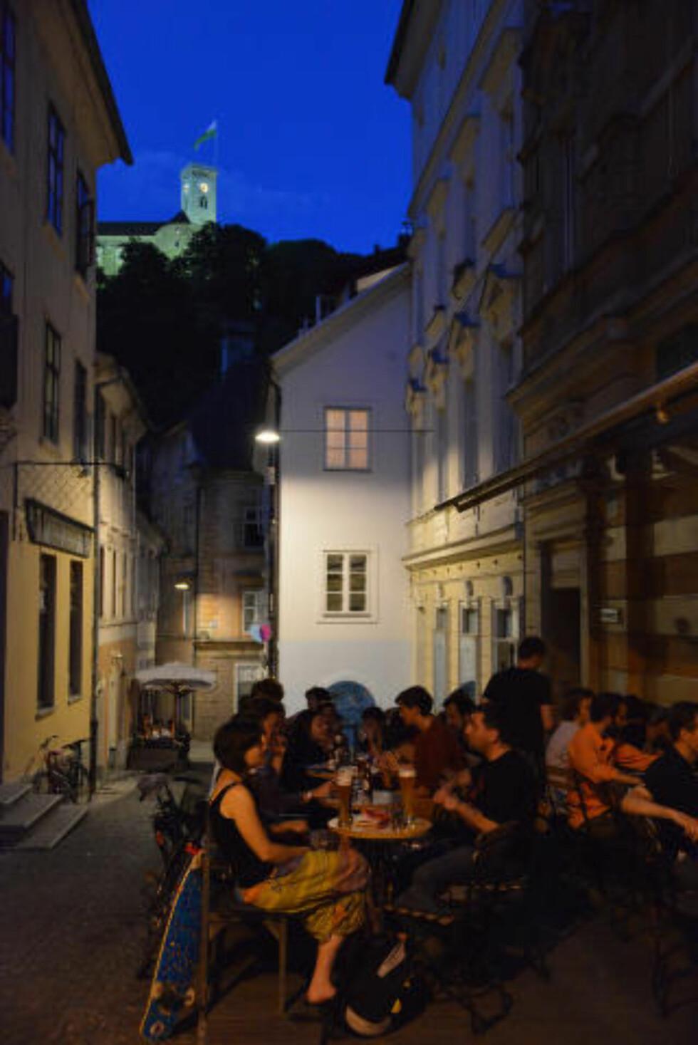 LJUBLJANA: Slovenias hovedstad er en skikkelig uteby, med 65 000 studenter som sikrer ekstra god stemning utover kvelden. Foto: TORILD MOLAND